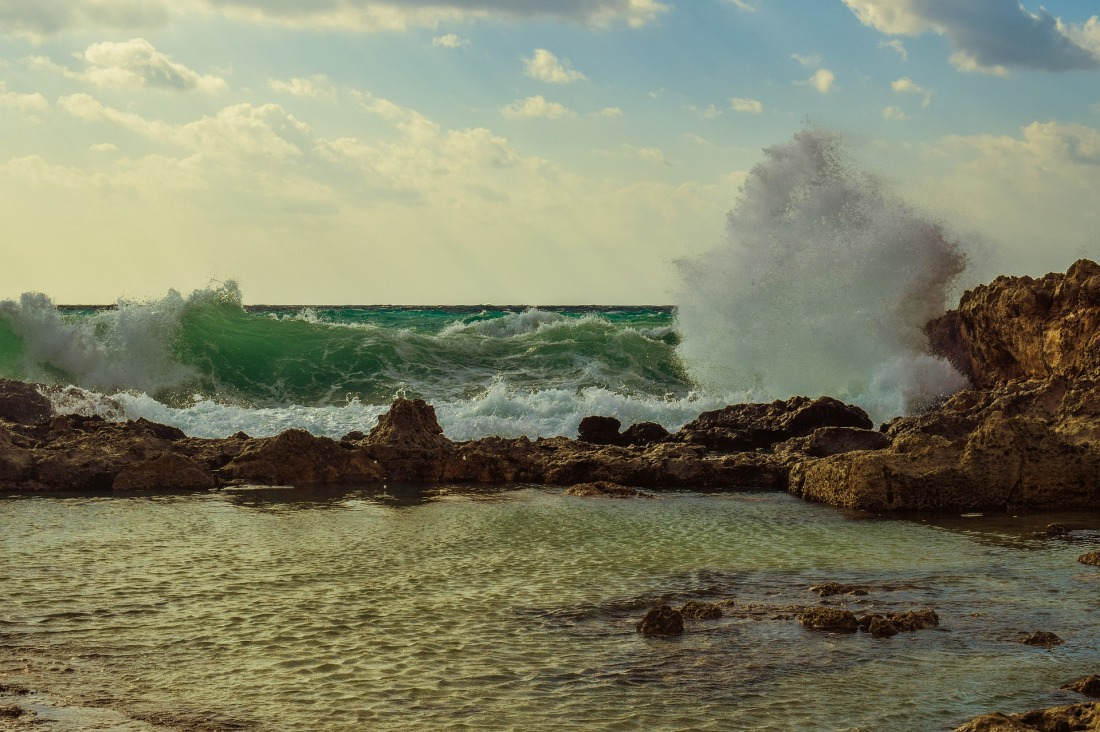 wave-1963001_1920.jpg